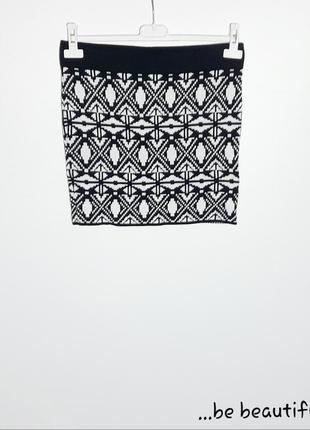 Черно-белая трикотажная юбка мини юбка с орнаментом спідниця м...
