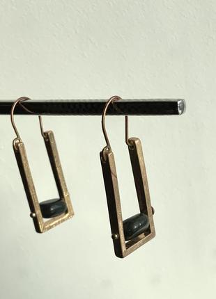 Дизайнерские серьги с полудрагоценным камнем