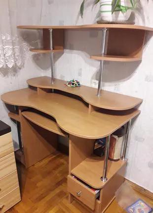 Многофункциональный компьютерный стол для дома