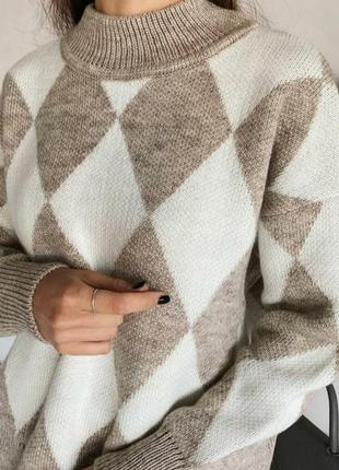 Тёплый шерстяной свитер в ромбы