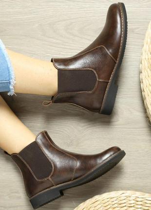 Кожаные женские коричневые демисезонные ботинки челси низкий к...