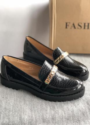 Черные лакированные туфли новые, лоферы