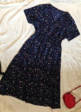 Красивое нарядное платье миди в цветочный принт