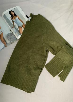 Базовый свитер цвета хаки