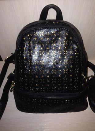 Рюкзак черный с золотым декором
