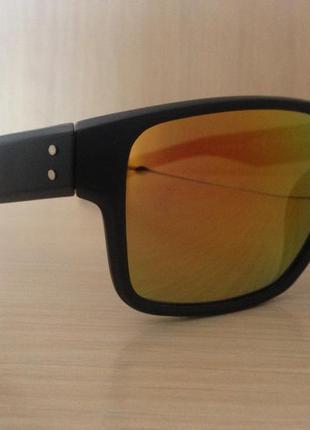 Спортивного стиля мужские очки от солнца