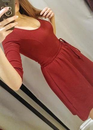 Бордовое платье bershka