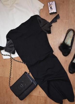 Платье обтягивающее по фигуре с необычными рукавами s