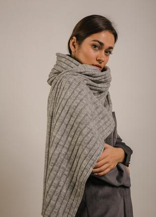 Широкий вязаный шарф