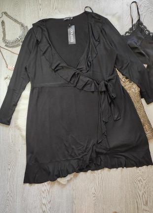 Натуральное черное нарядное длинное миди платье на запах с рюш...
