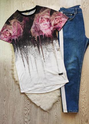 Длинная мужская цветная белая футболка с цветочным принтом рис...
