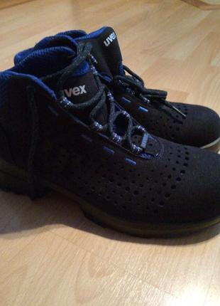Продам НОВЫЕ ботинки  made in Germany размер-43  привезли в подар