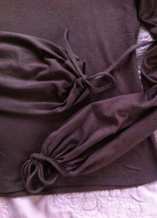 Коричневая блуза с ажурными рукавами