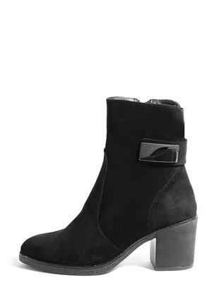 Замшевые женские черные демисезонные ботинки на устойчивом каб...