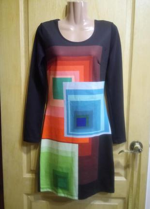 Трикотажное платье приталенного силуэта