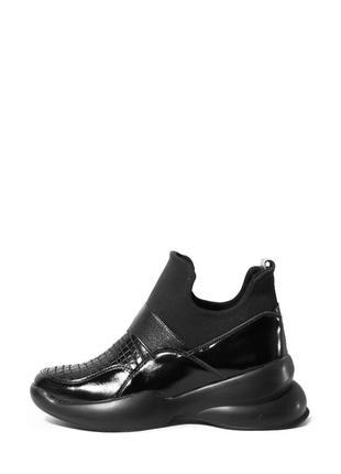 Кожаные лаковые женские черные высокие кроссовки без шнурков н...