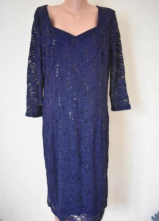 Красивое кружевное платье с пайетками большого размера