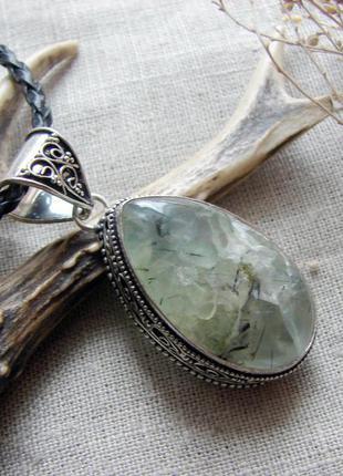 Крупный кулон с натуральным зеленым камнем пренит. посеребрени...