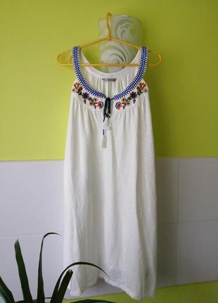 Платье с вышивкой tu