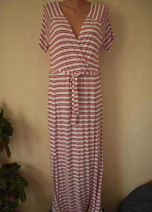 Стильное трикотажное платье в полоску