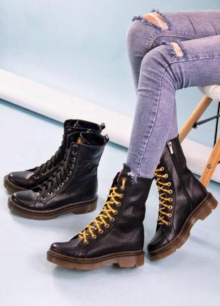 Кожаные женские ботинки (в комплекте две пары шнурков)