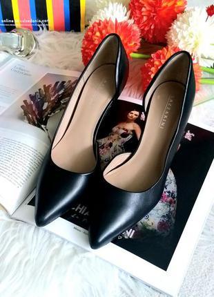 Шикарные кожаные туфли лодочки от итальянского бренда lazzarin...