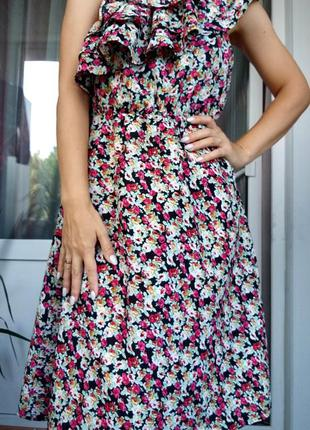 Невероятно женственное платье в цветочный принт от французског...