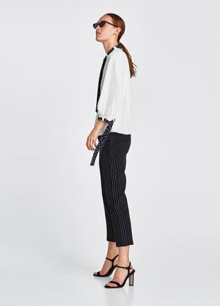 Очень стильные брюки в горошек от zara