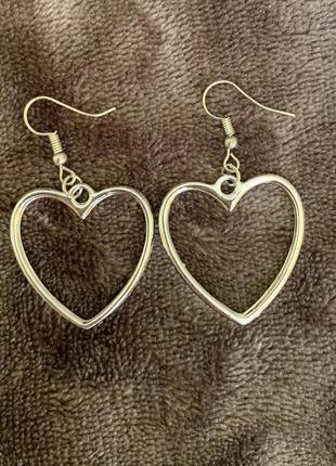Сережки у вигляді сердець, серебристые серьги.