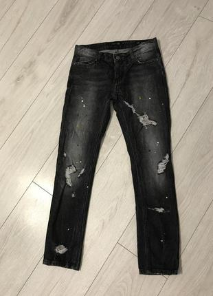 Джинсы, серые джинсы, темные джинсы.