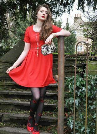 Шикарное платье с кружевными вставками yumi