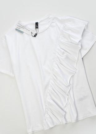 Белая футболка с оборками
