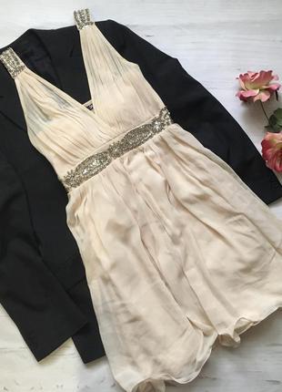 Красивое платье расшитое камнями(s)
