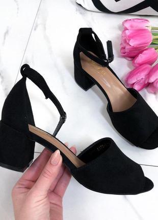 Босоножки черные замшевые на не высоком каблуке