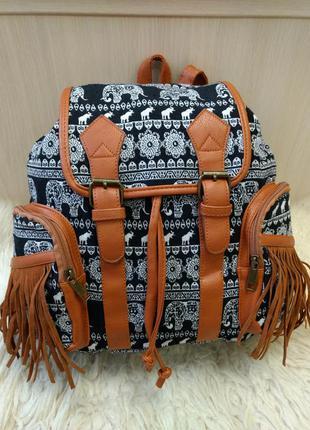 Яркий городской рюкзак гобелен