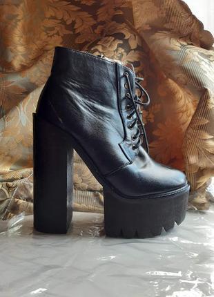 Ботильоны ботинки на высоком каблуке и платформе со шнуровкой