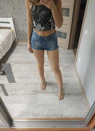 Всегда актуальные джинсовые шорты высокая посадка
