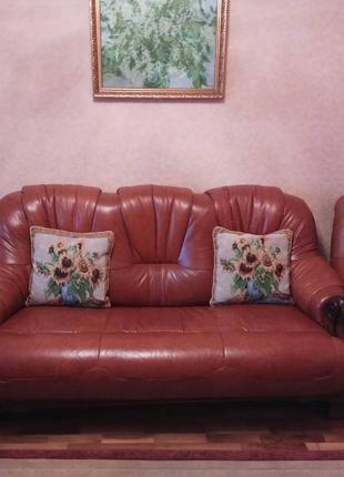 Продам шикарный кожанный диван и два кожанных кресла