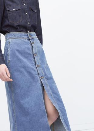 Джинсовая юбка-миди на пуговицах zara