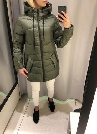 Демисезонная куртка с капюшоном. reserved. размер хс.