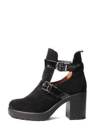 Замшевые женские черные открытые ботинки с пряжками средний ка...