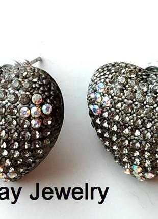 Эффектные серьги гвоздики сердечки под капельное серебро с рос...