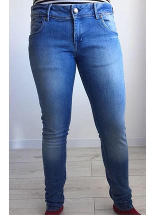Джинсы, світлі джинси.