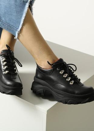 Скидка! женские кожаные черные ботинки на шнурках на массивной...