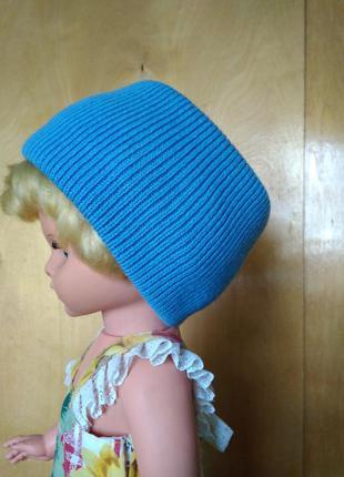 Теплая вязаная повязка на голову ярко голубая как шапка