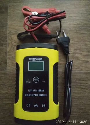 Автомобильное зарядное устройство 12В 6А С десульфатацией.