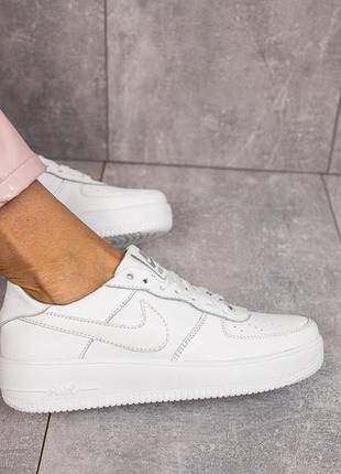 Женские кроссовки кожаные nike. женские белые кожаные кроссовки!