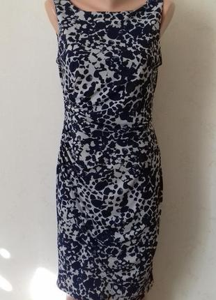 Красивое платье по фигуре с принтом next