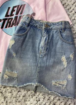 Джинсовая мини юбка с потертостями, дырками denim co