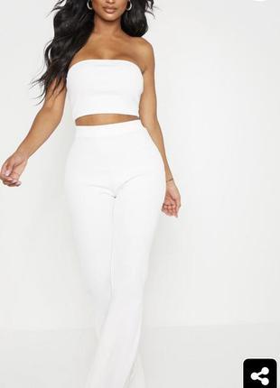Белый костюм в рубчик , кроп топ бандо и брюки высокая посадка